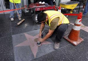 vandal-defaces-cosbys-star-in-hollywood